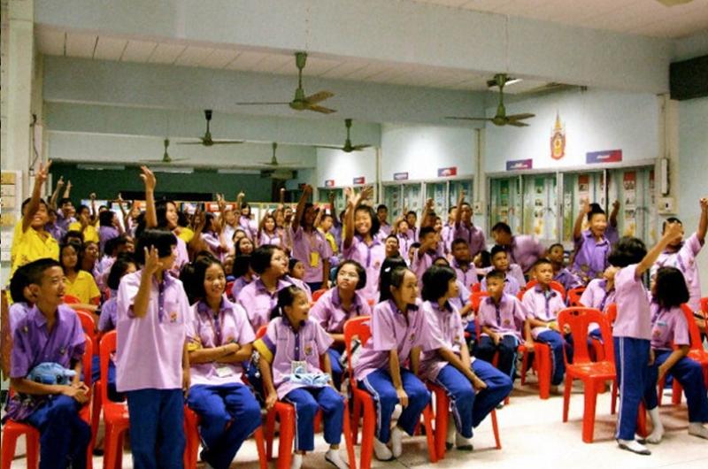 กิจกรรมเคลื่อนที่สู่โรงเรียน ปี 2553